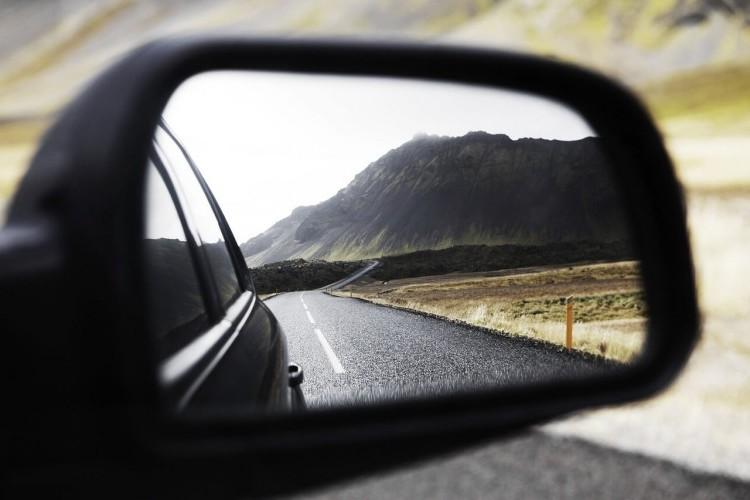 вид дороги зеркало