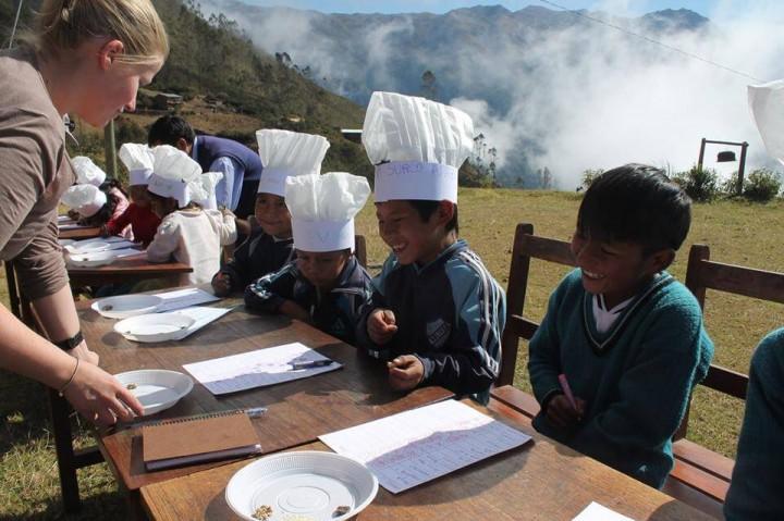Камилла на Дне защиты детей для всех боливийских детей
