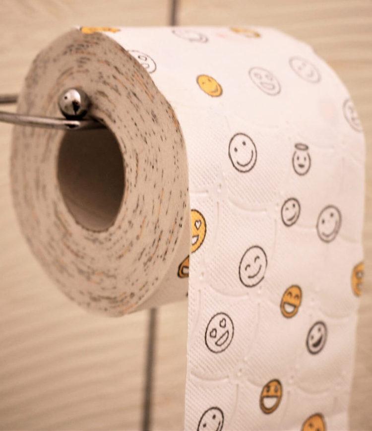 toilet-paper-Изображение Carola68 Pixabay