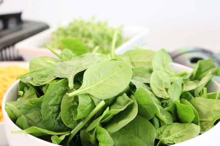 bowl-of-spinach-Фото автора Jacqueline Howell Pexels
