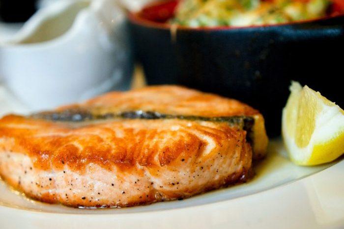 cooked-fish-on-plate-Фото автора Krisztina Papp Pexels