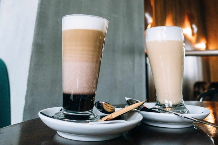 two-beverage-cups-Фото автора Adrianna Calvo Pexels