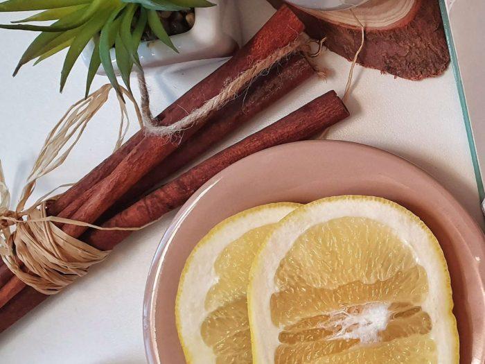 рецепты с корицей simple-breakfast-table-setting-Фото автора Ena Marinkovic Pexels
