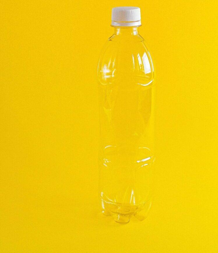 пластиковая бутылка pexels-anna-shvets