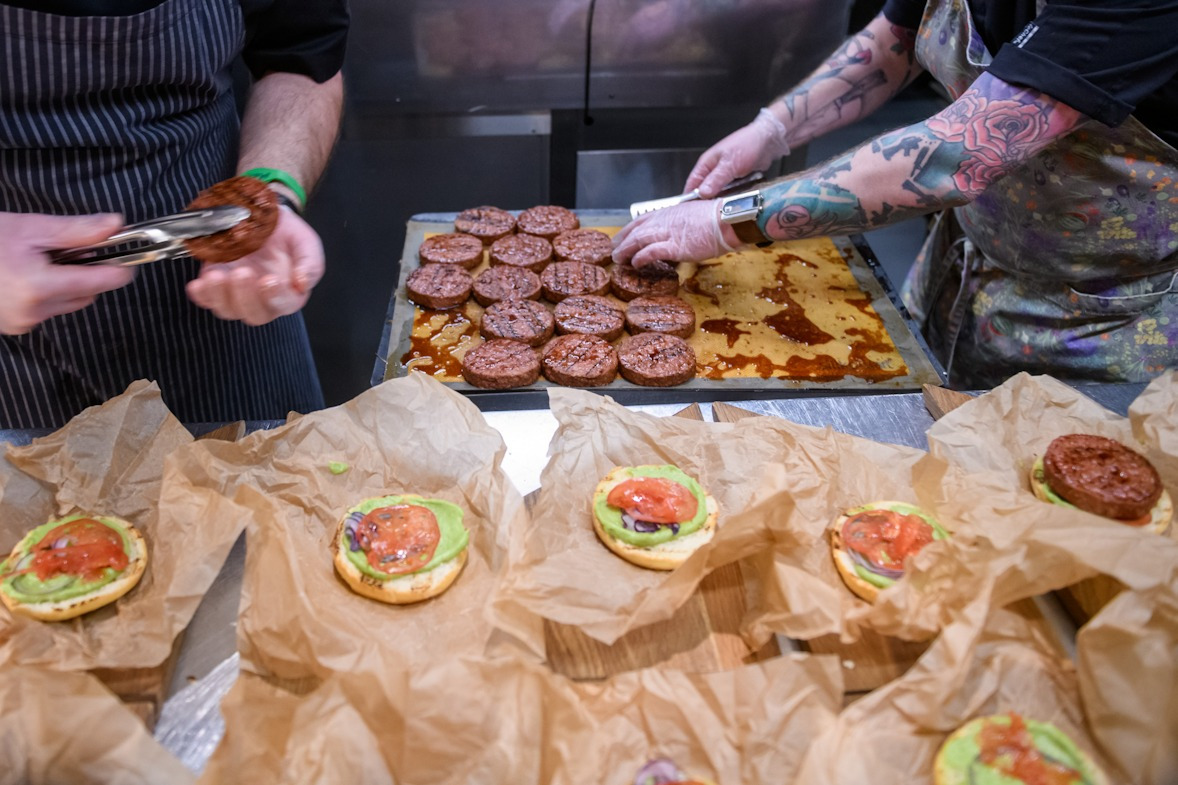 бургеры с котлетой из растительного мяса