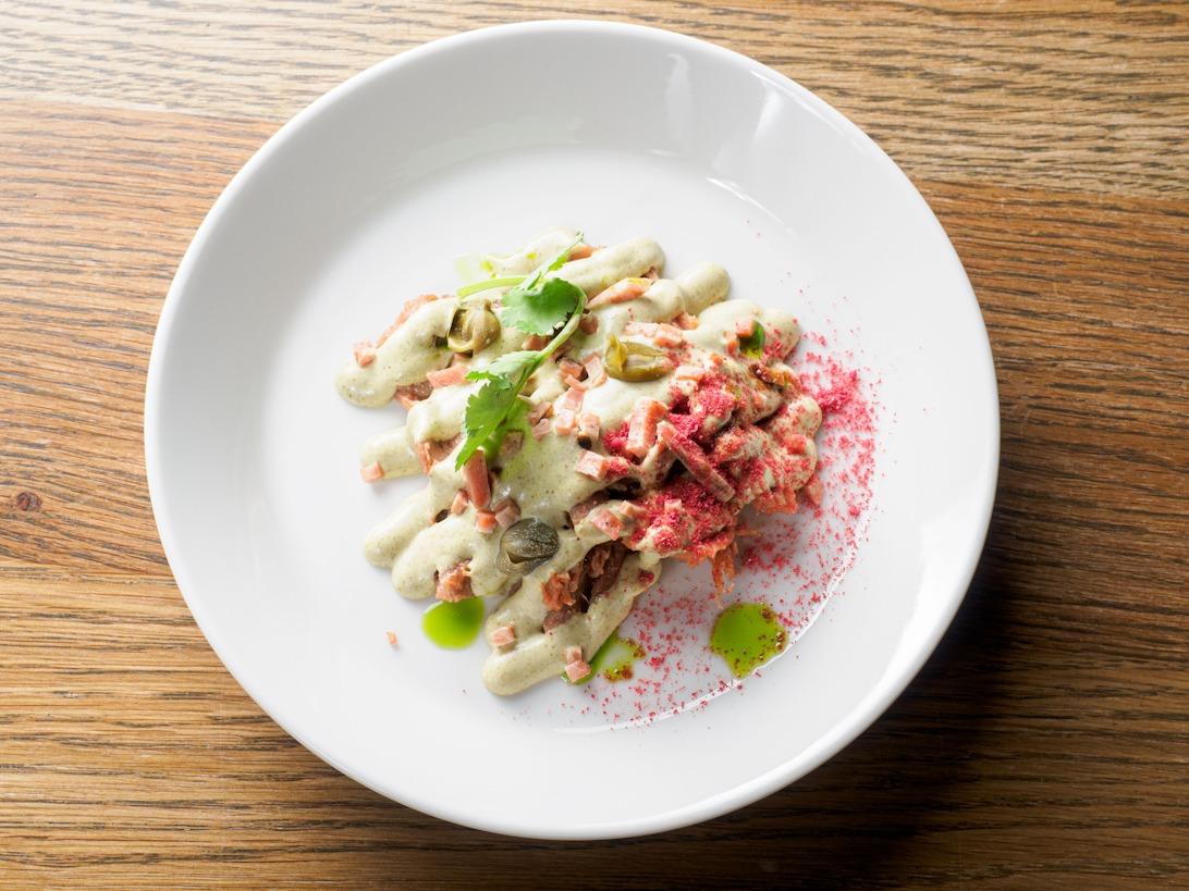растительное мясо и блюдо из растительного мяса