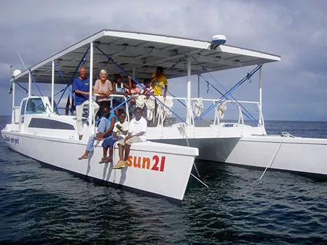 Лодка на солнечных батареях Sun 21
