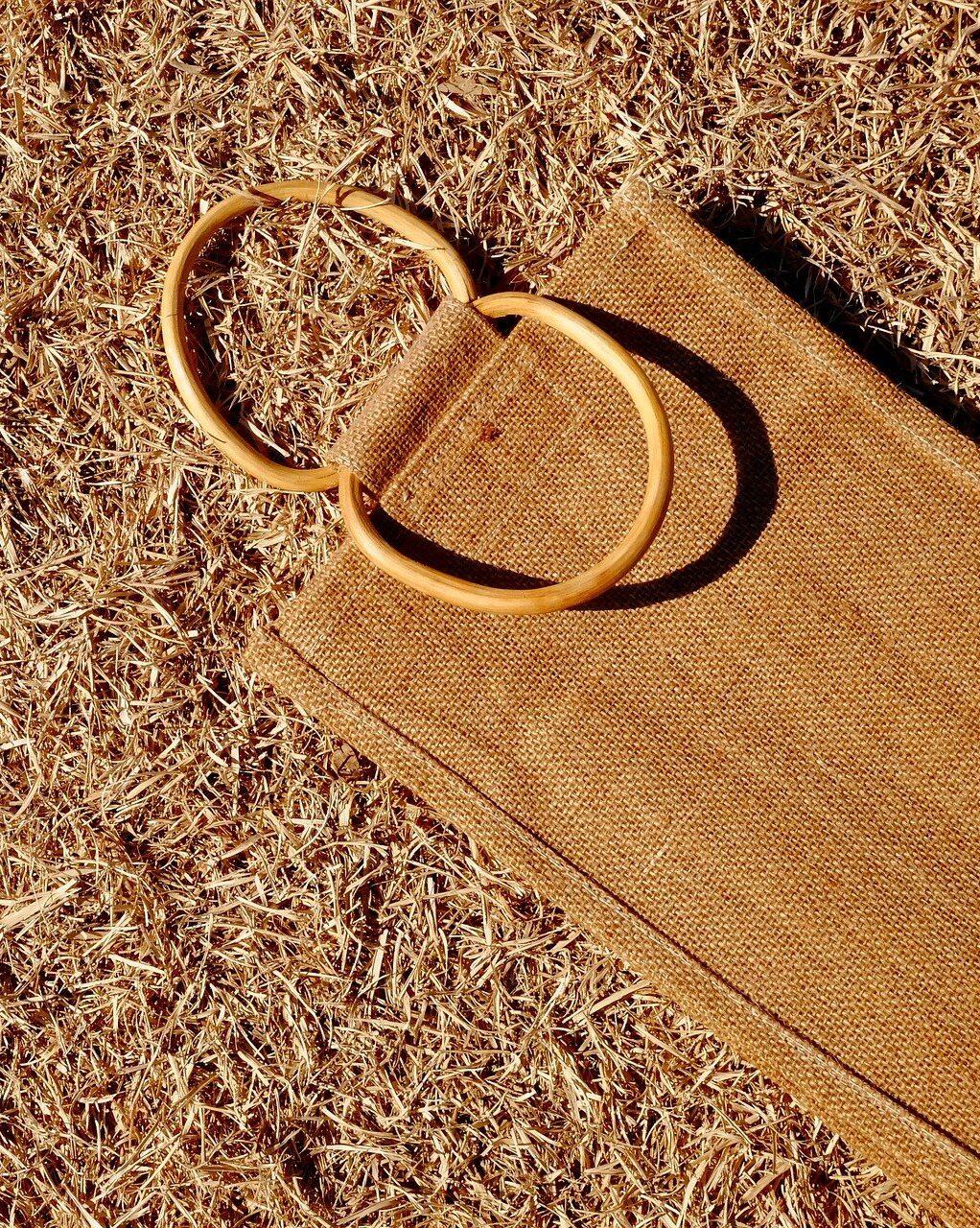 Джутовая сумка Изображение t_watanabe с сайта Pixabay