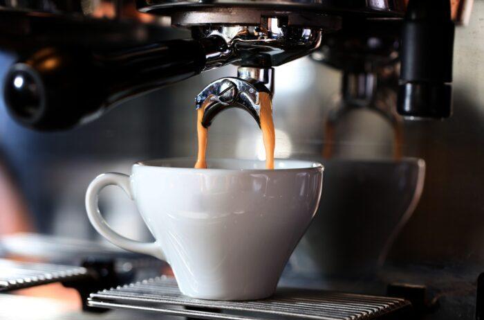 кофемашина варит Изображение Soner Köse с сайта Pixabay