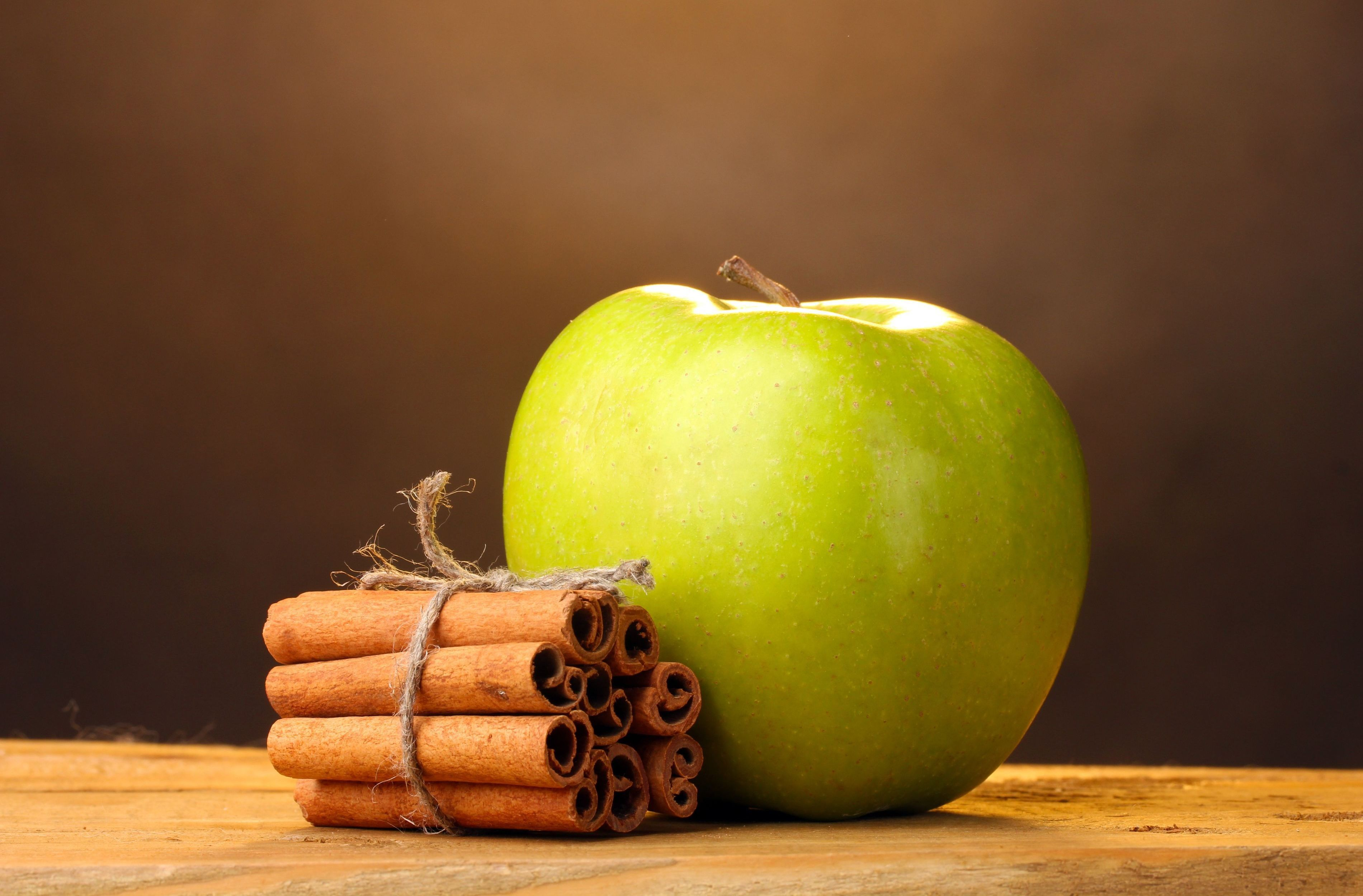 Food_Apple_with_cinnamon_089078_
