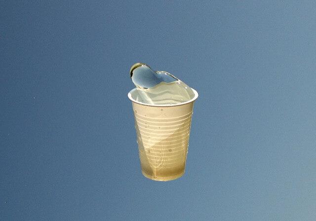 пластиковый стаканчик1