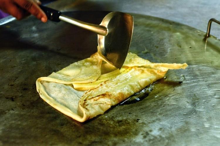 тайские десерты: тайские блинчики с бананом