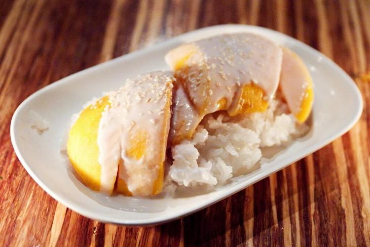 тайские десерты: рис с манго