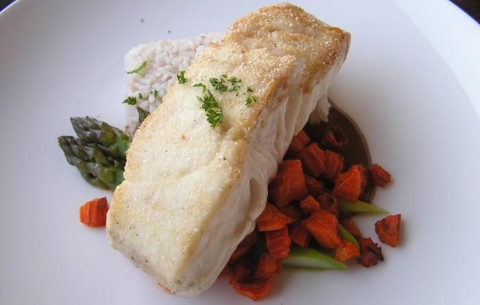 филе палтуса на блюде