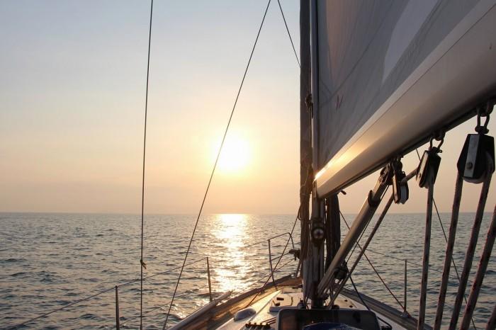 яхта и солнце